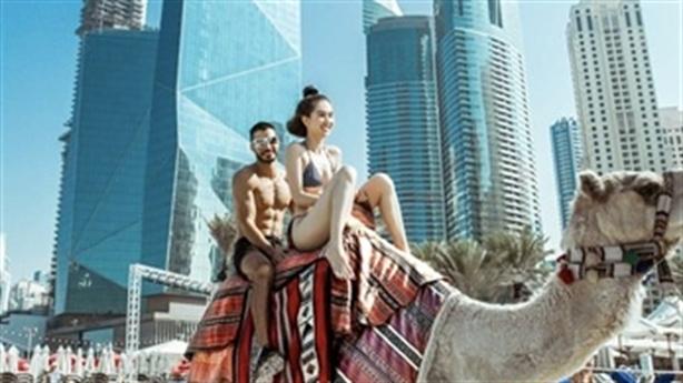 Trọn bộ ảnh Ngọc Trinh sang Dubai diện bikini: Vẫn không đẹp