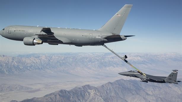 F-15E suýt gặp họa vì pha tiếp dầu của KC-46A