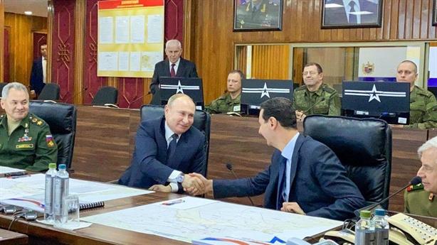 Ông Putin bất ngờ tới Syria làm dịu bão Trung Đông?