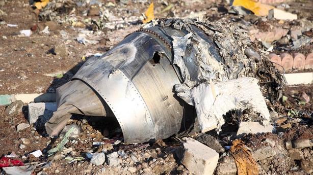 Không đưa hộp đen máy bay gặp nạn: Iran làm khó Boeing?