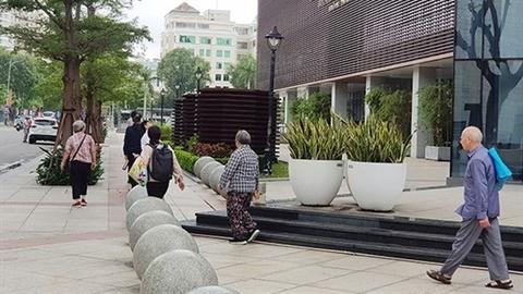 Cầu đá quây trung tâm hành chính Đà Nẵng: Không giống ai!