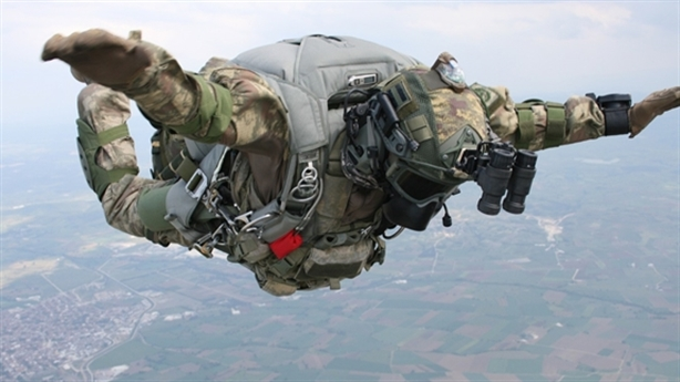 Đặc nhiệm Mỹ tung đòn từ độ cao không tưởng