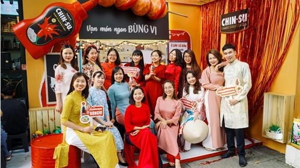 Hot girl Mắt Biếc check-in với siêu phẩm tại Góc Phố Xuân