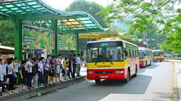 Nhà chờ chuẩn châu Âu, xe buýt Hà Nội vẫn đông, chật?