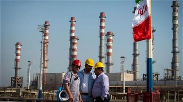 Mỹ lại tung lệnh trừng phạt, Iran vẫn 'sống nhăn'