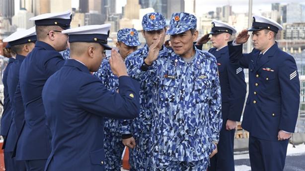Cảnh sát biển Việt Nam thăm tàu tuần tra John Midgett