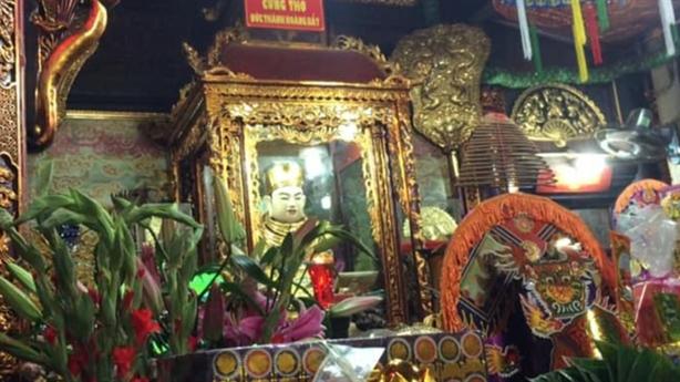 Bất ngờ cấm khách lễ đền đưa thuốc phiện vào đồ cúng