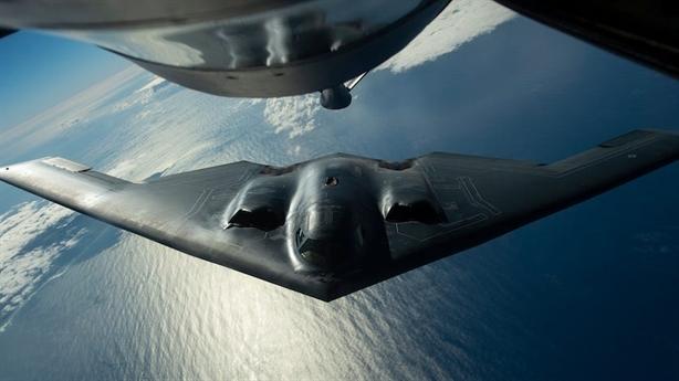 B-2 thực hiện bài bay chưa từng có trên máy bay Nga