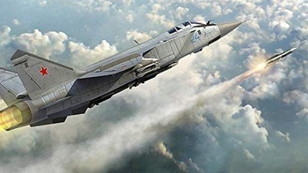 MiG-31 diệt mục tiêu siêu thanh ở tầng bình lưu