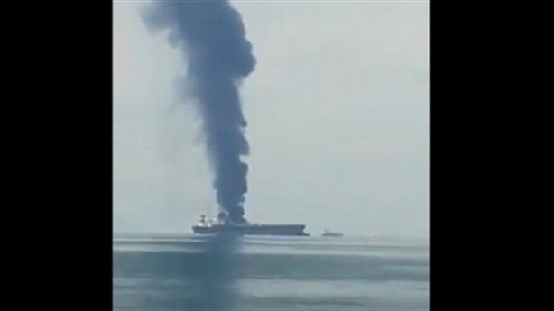Tàu chở dầu khổng lồ bị phá hủy tại eo biển Hormuz