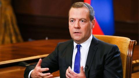 Hé lộ mức lương của ông Medvedev