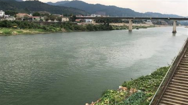 Nước sông Hồng xanh bất thường: Không thể chủ quan