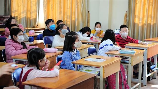 Bắt trẻ đeo khẩu trang trong lớp có phù hợp?