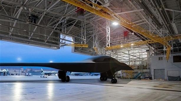 Mỹ công bố hình ảnh B-21 Raider, bỏ xa PAK DA