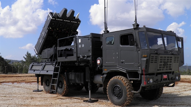UAV cảm tử tấn công bầy đàn bị Israel khắc chế