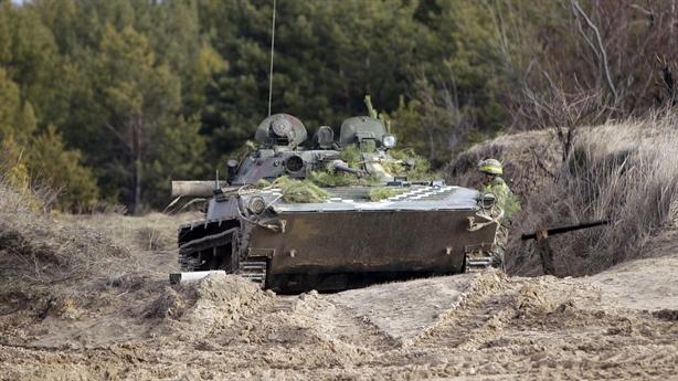 Ukraine đòi xây dựng hai căn cứ quân sự ở Donbass
