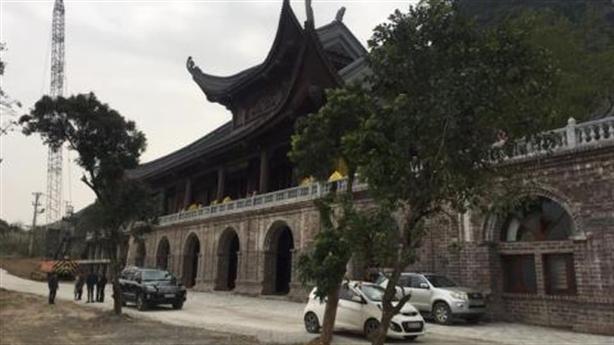 Chủ doanh nghiệp xây đền thờ vợ trong chùa Tam Chúc