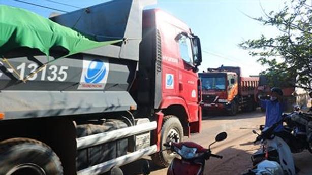 Dân chặn xe vào dự án Hamubay lấn biển vì nứt nhà