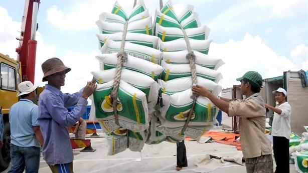 Việt Nam vượt mặt Thái về xuất khẩu gạo: Để làm gì?