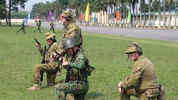 Kỹ năng bắn súng của binh sĩ Việt Nam-Úc