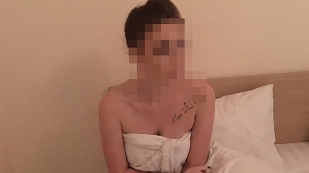 Tú bà mang thai bán dâm, bị trả thiếu 1.000 đồng
