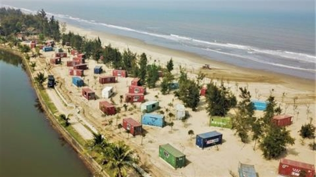 Trăm nhà nghỉ container trong rừng phòng hộ: Lời trái ngược!