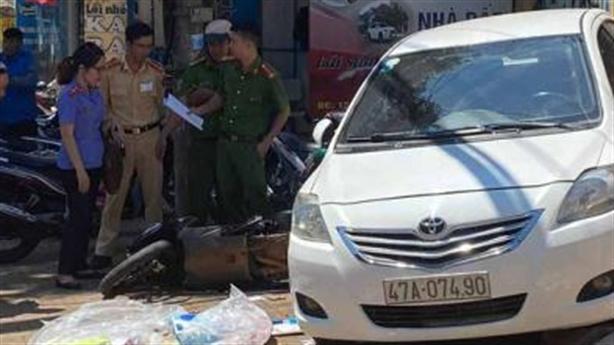 Ô tô trôi tự do tông xe máy, một người tử vong