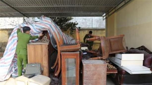 Trộm xưng là chủ nhà, đánh 3 xe tải đến khoắng sạch