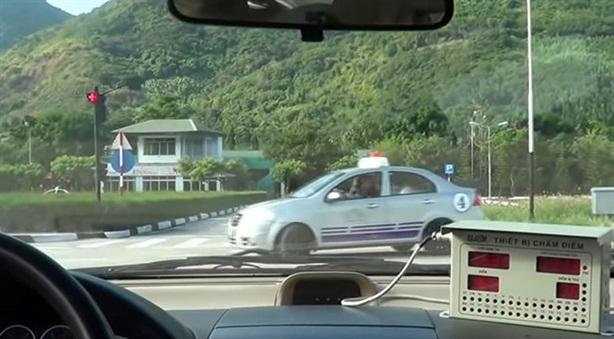 83 giáo viên dạy lái xe dùng bằng giả: Khẳng định nóng