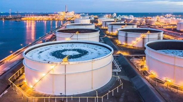 Giá dầu thấp hơn 40 USD/thùng, Nga vẫn bình chân?