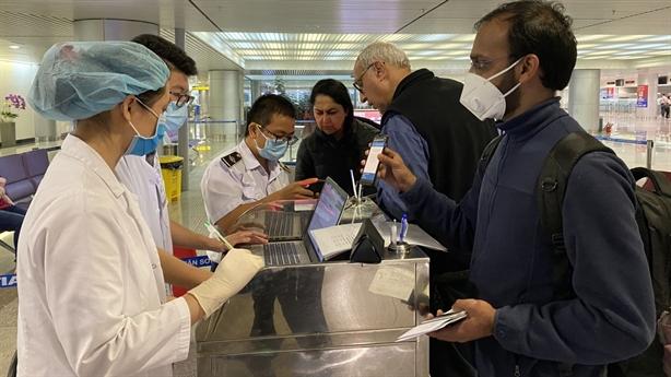 Virus SARS-CoV-2 biến chủng, Việt Nam kiểm soát chặt xuất nhập cảnh