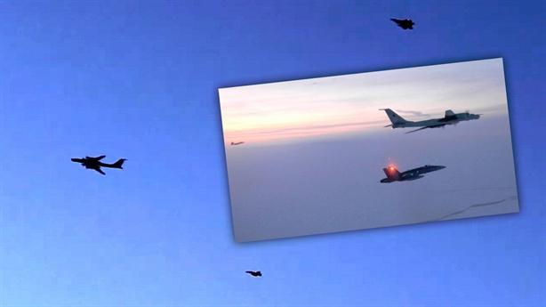 F-22 Mỹ chặn Tu-142 tại phía Đông biên giới Nga