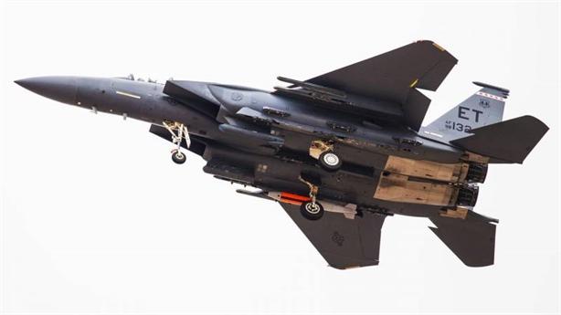 F-15E mang bom hạt nhân B61-12 diễn tập 'cảnh báo Nga'
