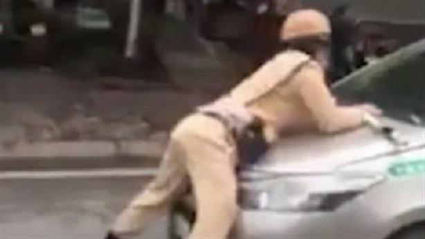 Taxi hất trung úy lên nắp capo rồi chạy: Bị thương nhẹ