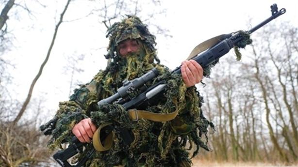 Bắn tỉa Ukraine bất lực trước tay súng thân Nga ở Donbass
