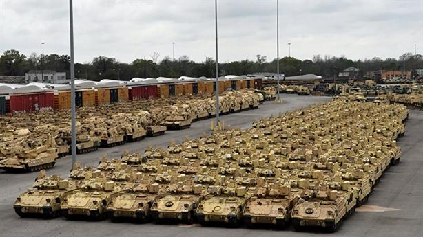 Mỹ bắt đầu tăng quân Đông Âu, Moscow chỉ trích thủ đoạn