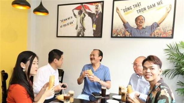 Chương trình hấp dẫn Mua cà phê – tặng bánh mì thịt