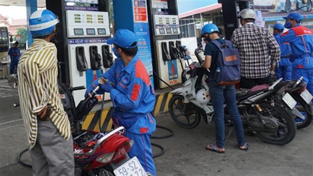 Kinh doanh xăng dầu lỗ nặng: Băn khoăn