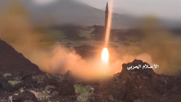 Houthi dọa bắn tên lửa ngàn km khi bị Saudi không kích