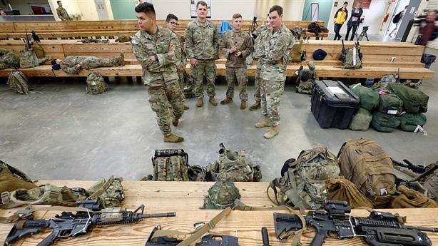 Mỹ tạm ngừng chiến tranh để chống dịch COVID-19