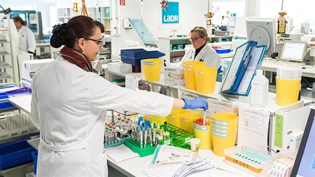 Chuyên gia trả lời báo Nga khi nào có vaccine chống corona