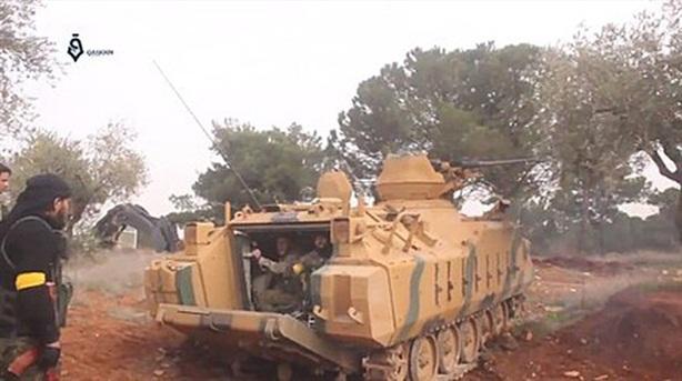 Binh sĩ Thổ bỏ xe ACV-15 khi bị LNA tấn công