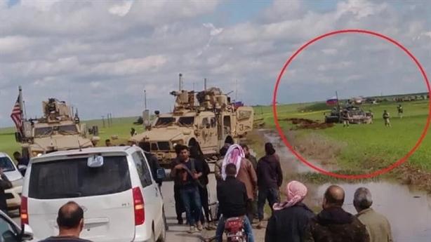 Báo Mỹ khoe video dồn xe Nga xuống ruộng