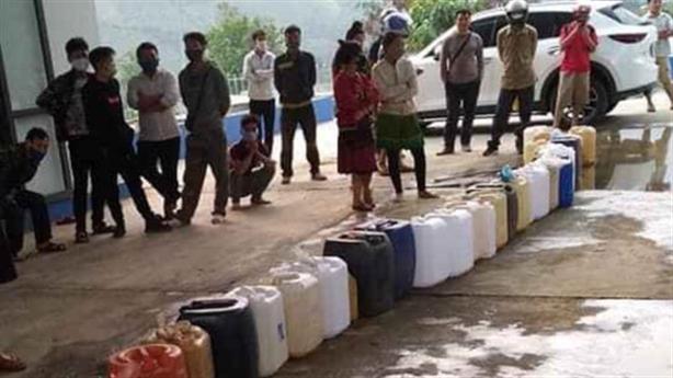 Hiện tượng mang can tích trữ xăng dầu: Giãi mã chuyện buồn