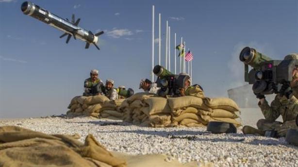 Tên lửa chống tăng Mỹ vây kín xe tăng Nga
