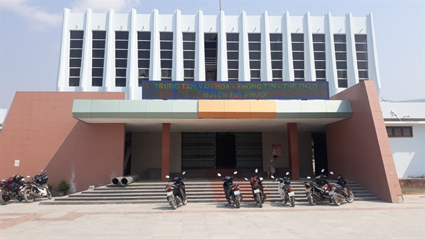 GĐ Trung tâm văn hóa lấy chuông bán đồng nát: 'Chuông méo'