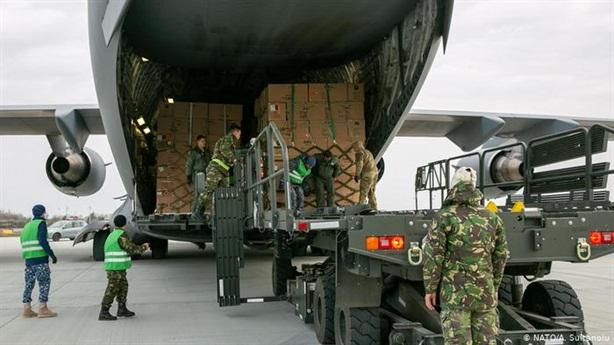 NATO đang căng mình chiến đấu với COVID-19