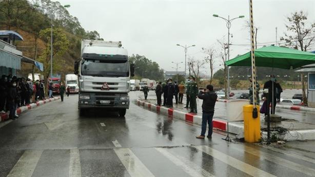 Trung Quốc không nhận lái xe từ vùng dịch, nông sản tắc