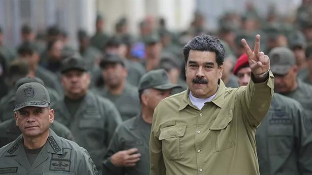 Tổng thống Venezuela chuyển pháo binh ngăn chặn mưu kế Mỹ