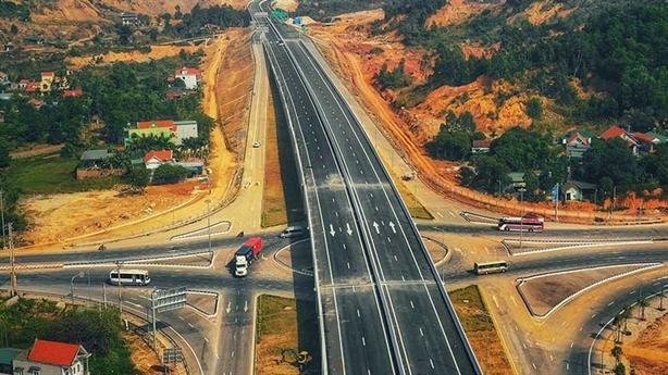 Thủ tướng: Chuyển đầu tư công 8 dự án cao tốc Bắc-Nam